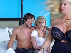 Busty model Diane Taylor gets a sensual massage