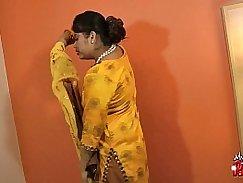Indian Babe Wet Scene Spinner Puma Got Wanked by Pornstar actress