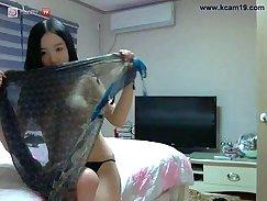Attractive Korean girlty shows her nice fully body pickup upskirt